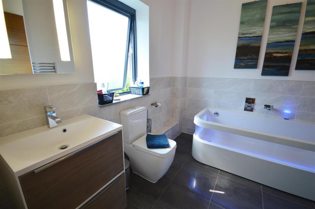 En Suite Bathroom.JP