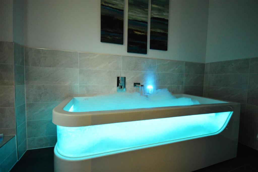 Turqoise Bath.JPG