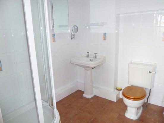 Annexe Shower rm.