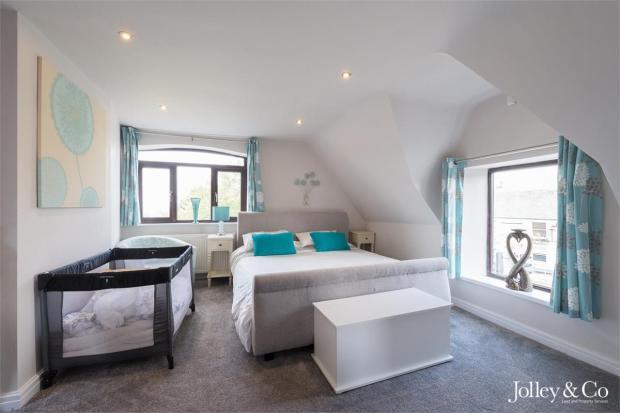 Bed 2 / Guest Suite