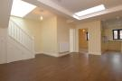 Apartment to rent in Haslemere, High Street