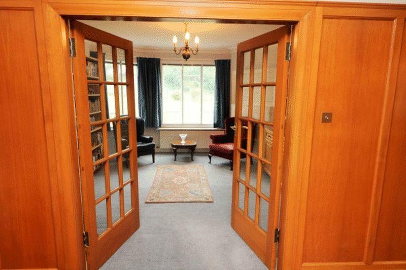 Hallway/Sittin...