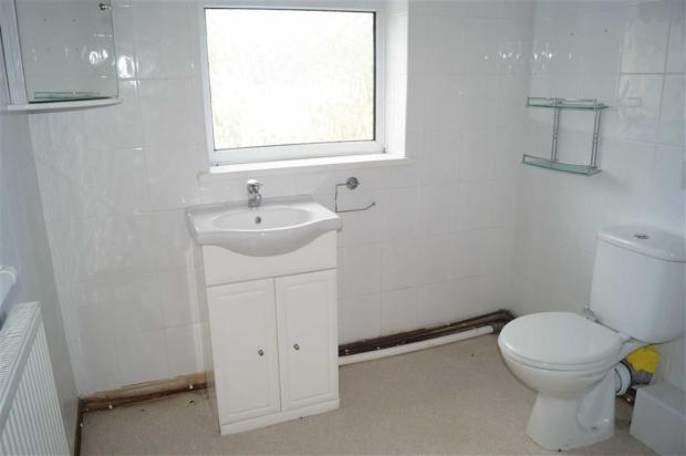 GROUND FLOOR SHOWER