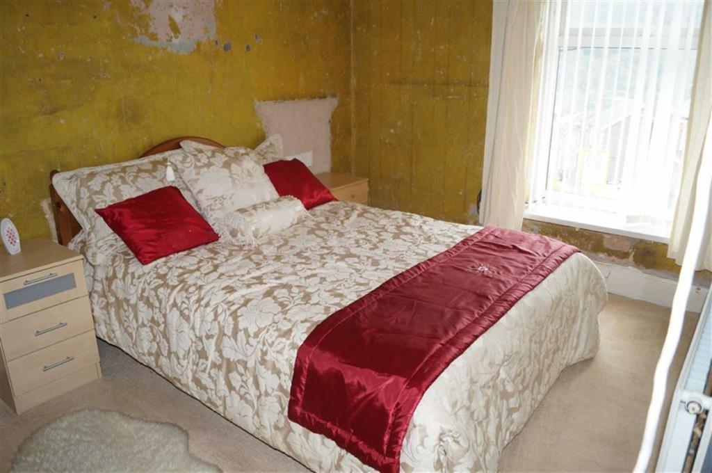 BEDROOM 1(FRONT)