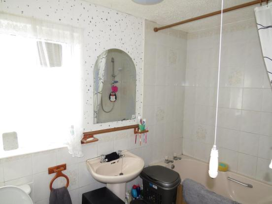 COMBINED BATHROOM /