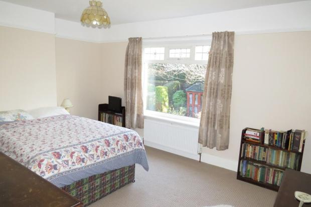 LARGE FRONT BEDROOM