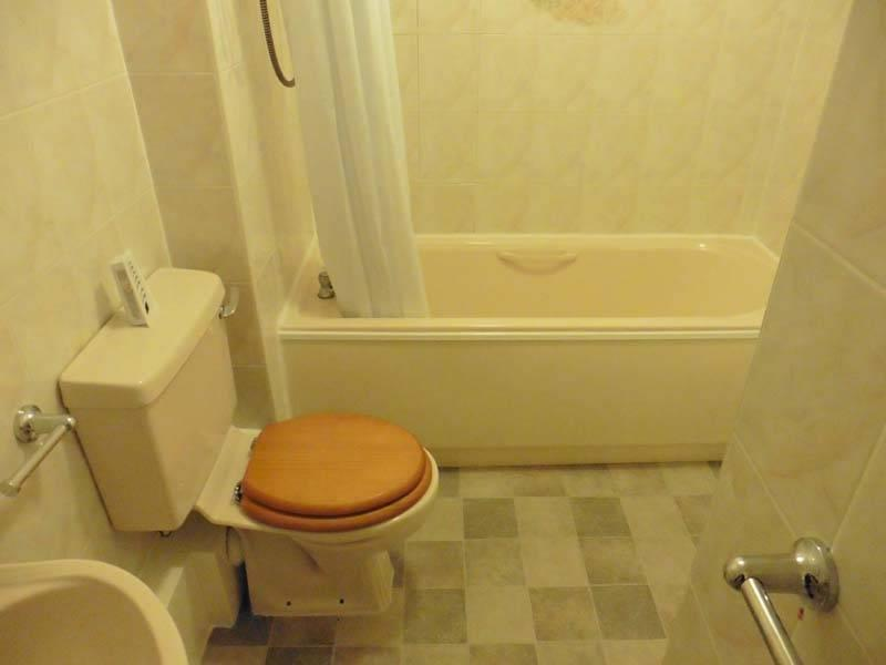 APARTMENT - BATHROOM