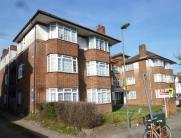 2 bed Flat for sale in CREST COURT, THE CREST...