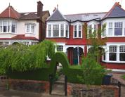 4 bed property in QUEENS AVENUE, FINCHLEY...