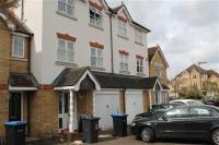 Terraced house to rent in Nightingale Shott