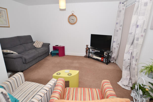 3 bedroom town house for sale in dell court newton abbot for 13 x 16 living room