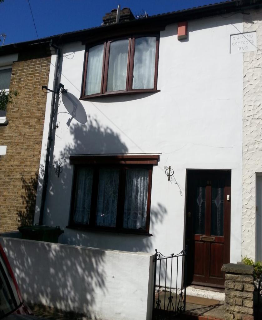 3 Bedroom Terraced House For Sale In Queens Road Waltham Cross Hertfordshire En8 7ht En8