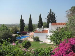 Villa for sale in Armacao de Pera, Algarve...