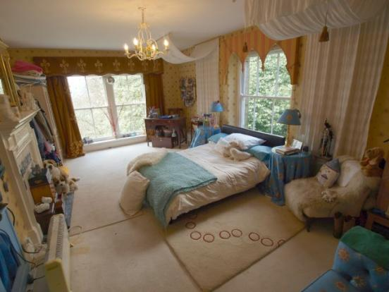 9 bedroom detached house for sale in eaves hall chapel en for Eaves bedroom ideas