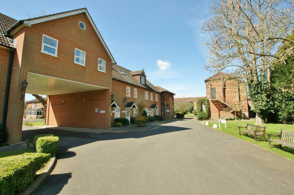 2 Bedroom Retirement Property For Sale In Lakeside Gardens