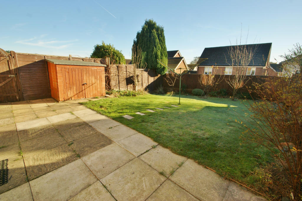 3 Bedroom Detached House To Rent In Lodge Wood Drive