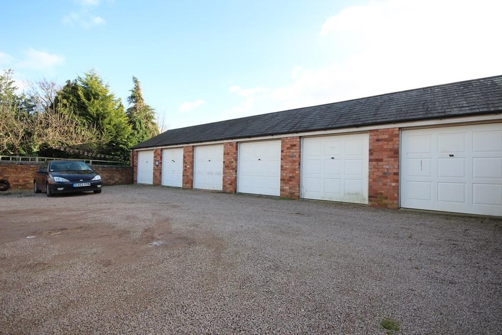 Garage to rent in double garage st johns worcester wr2 for Separate garage cost