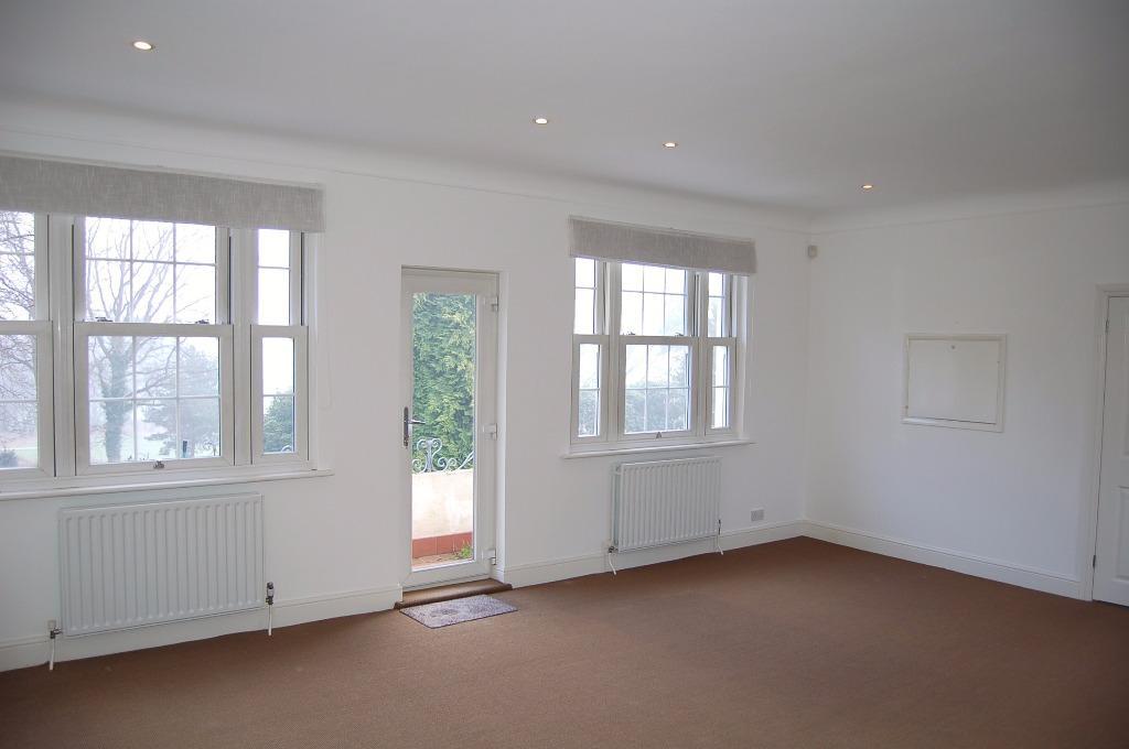 Spacious lounge/dining room