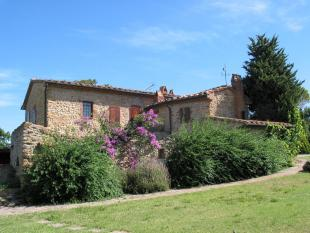 5 bed Farm House for sale in Montescudaio, Tuscany...