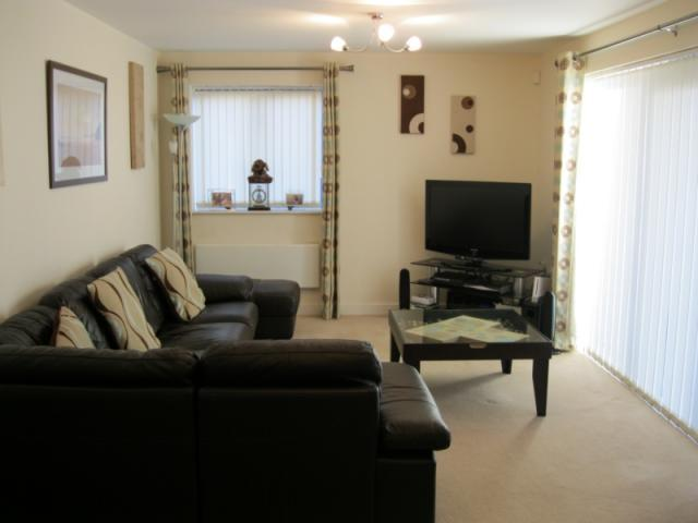 2 bedroom apartment to rent in the quays castle quay for Living room nottingham
