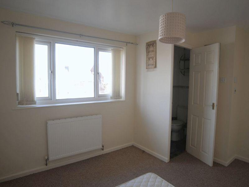 Bedroom One/En...