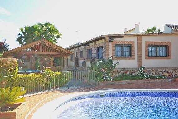 Pool to Villa