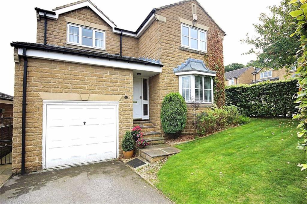 4 bedroom detached house for sale Richmond Grove, Gomersal, West Yorkshire