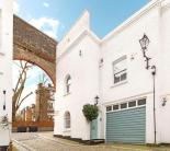 3 bedroom Mews in Elgin Mews South...