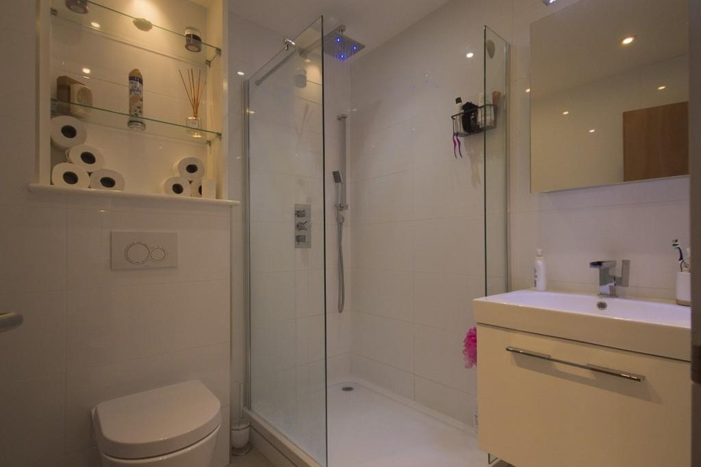 Shower Room (illu...