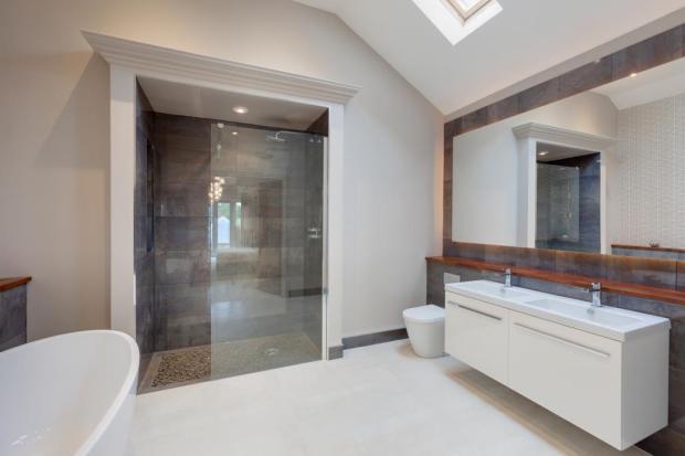 Luxury En-Suite Bath