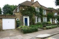 3 bed property in Canonbury Park South...