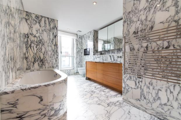 master bedroom bathr