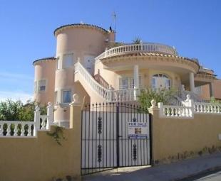 5 bed Villa for sale in Pinar De Campoverde...