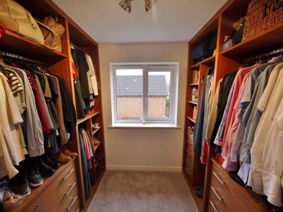 Third bedroom / dres