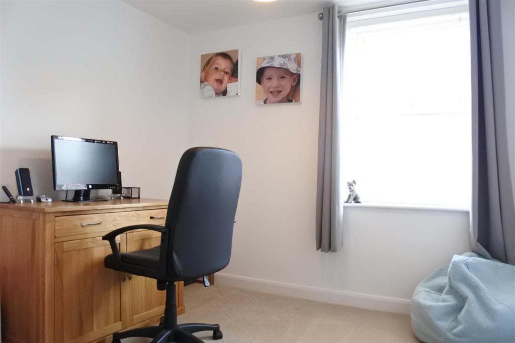 OFFICE / SNUG