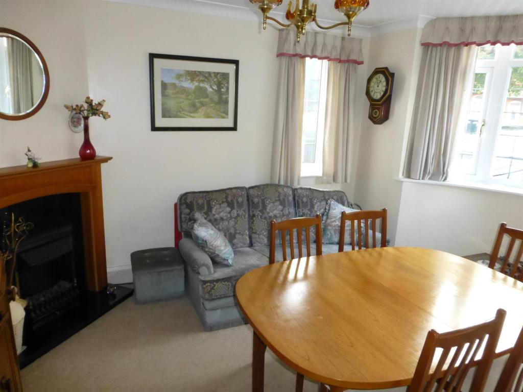 4 bedroom semi detached house for sale in grantham road for Dining room no windows