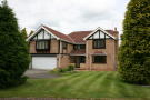 5 bed Detached property to rent in Middle Drive...
