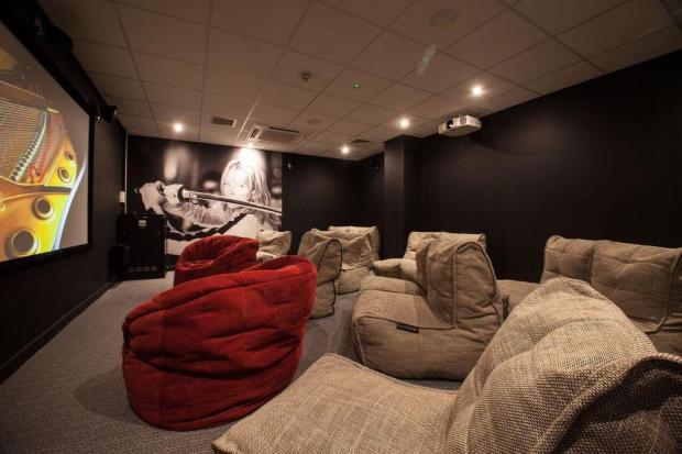 Cinema roomy