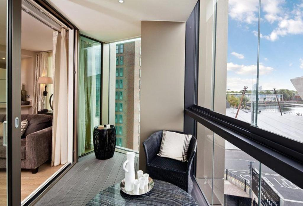 2 Bedroom Apartment For Sale In Surrey Quays Road Canada Water London Se16 7bb Se16