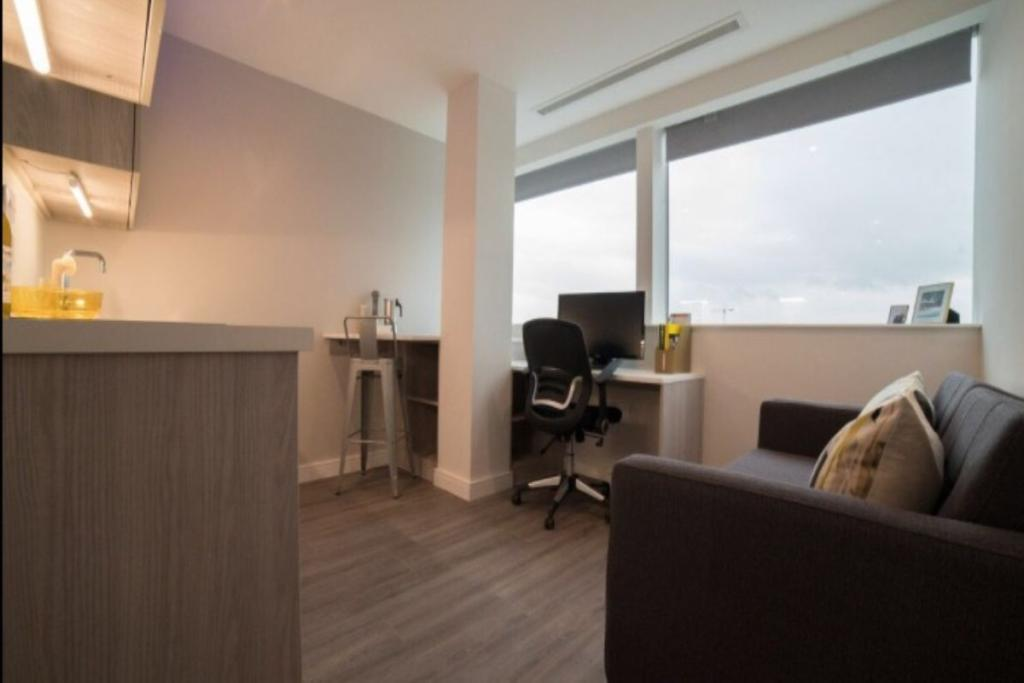 studio flat to rent in redvers house union street. Black Bedroom Furniture Sets. Home Design Ideas