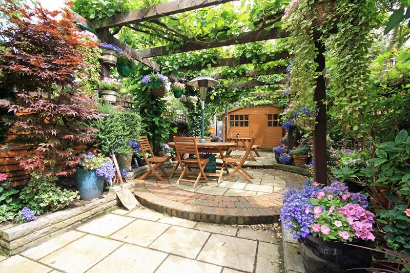 Patio paved patio garden design ideas photos for Best garden rooms uk