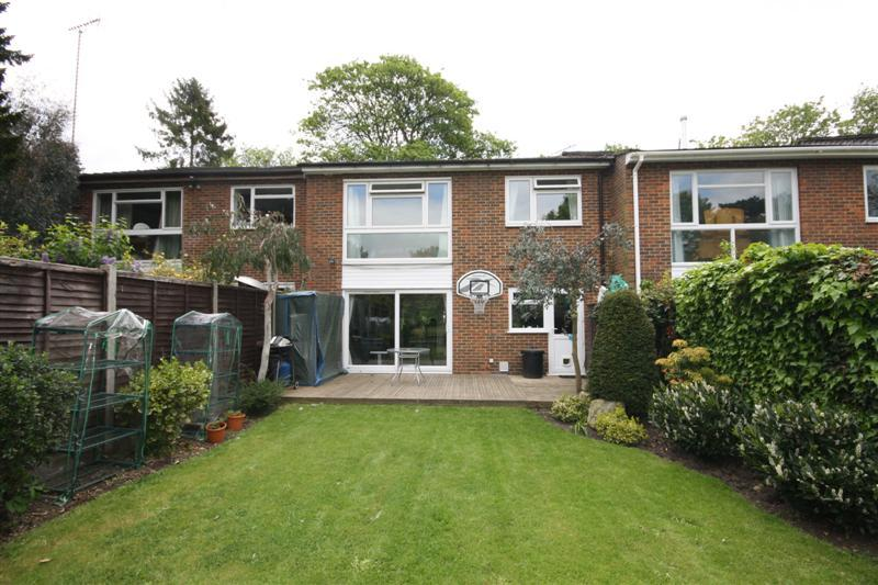 4 Bedroom House For Sale In Tudor Court Hanworth Park Tw13