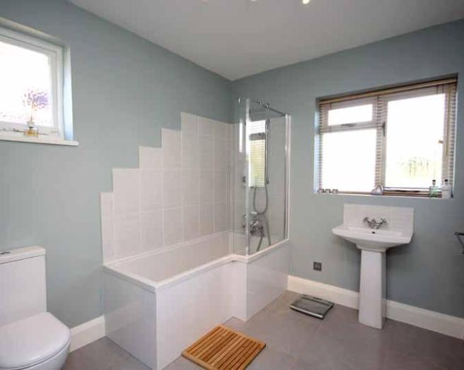 Grey bathroom design ideas photos inspiration for Bathroom ideas rightmove