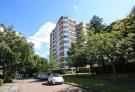 3 bed Flat in Hamble Court, Broom Park...
