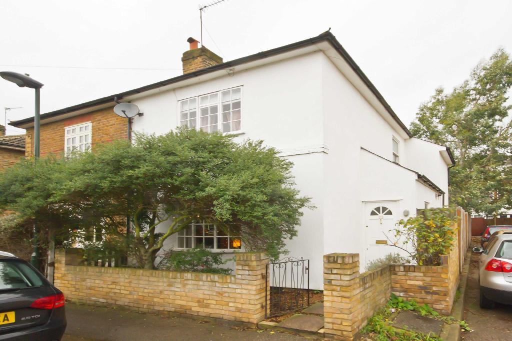 3 Bedroom House For Sale In Little Queens Road Teddington Tw11