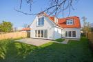 4 bedroom Detached Bungalow in Lower Ham Road, Kingston