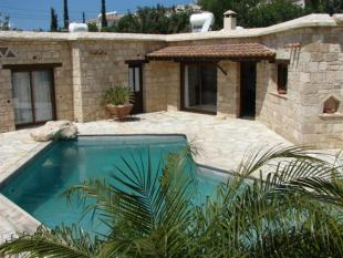 Villa for sale in Peyia