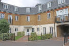 Flat to rent in Elizabeth Gardens...