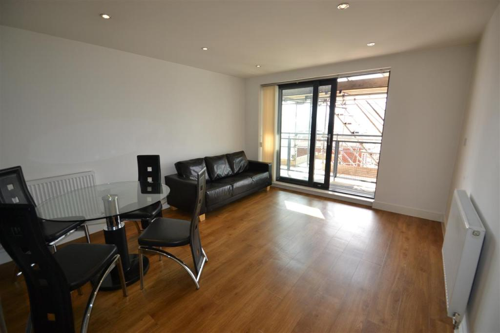 2 Bedroom Apartment To Rent In Perth Road Valentines High School Catchment Gants Hill Ilford