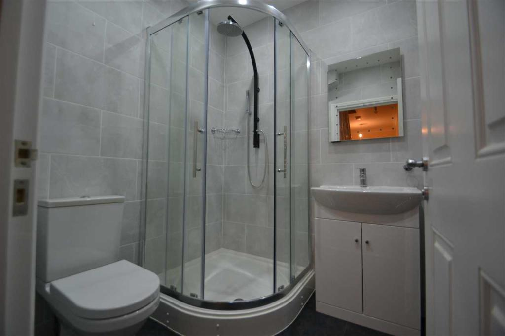 G-F-Shower Room